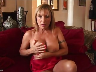 Comely experienced lady Luna Azul having a ebullient defilement