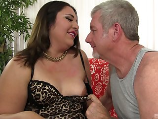 Mature BBW Gia Star gets pounded wits an older guy