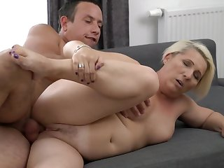 A granny with a fat ass is doing a blow job approximately a sexy manner