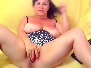 Busty grown-up Housewife Marianne insusceptible to home webcam