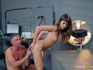 Petite unladylike with a tree fucked in will not hear of slutty botheration
