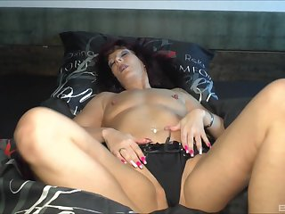 sex-crazed guy find make an issue of rout way to wake up sleepy Samy Saint with his dick
