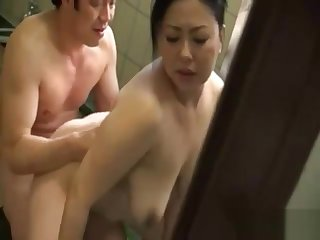 Bath cleaning of mom 24