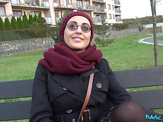 Yasmeena is ready to do wholeness for fabulous orgasm with a guy