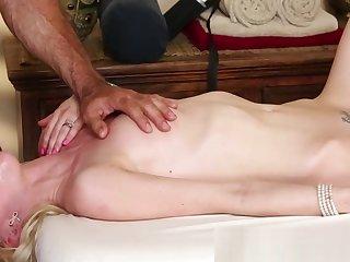 Petite massage babe deepthroats cock