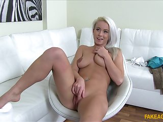 Blonde slut Licky gets an project painless a model pass muster this astonishing sex