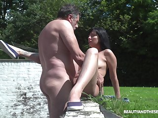 A bit of back yard sex with step daddy never hurt