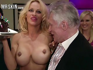 Delicacy busty blonde MILF Pamela Anderson flashes her nice enduring nipples